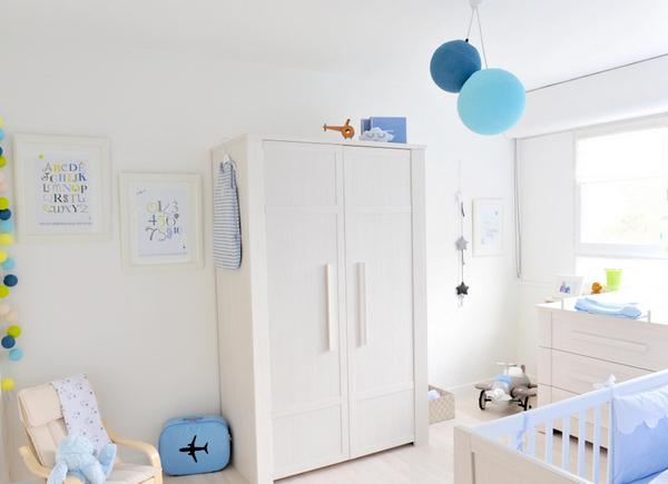 la chambre de louis odrai et louis. Black Bedroom Furniture Sets. Home Design Ideas
