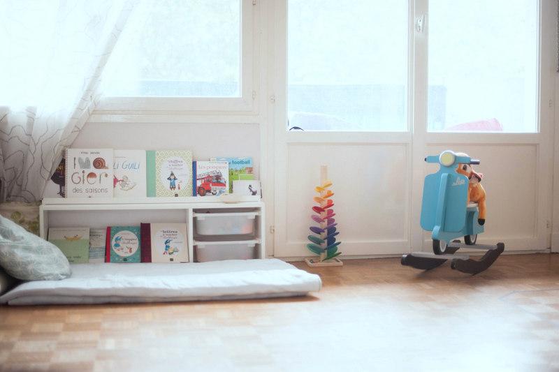 le coin lecture de louis odrai et louis. Black Bedroom Furniture Sets. Home Design Ideas