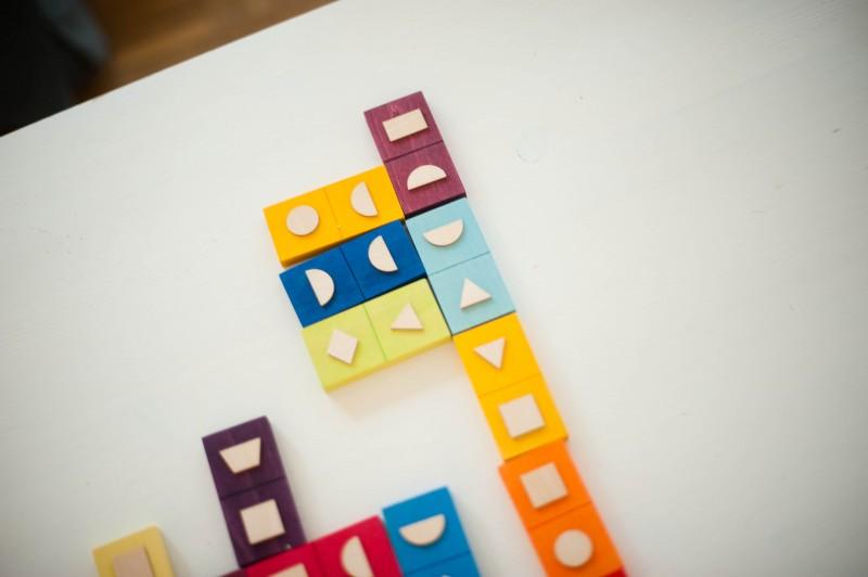 domino des formes, couleurs, bois,