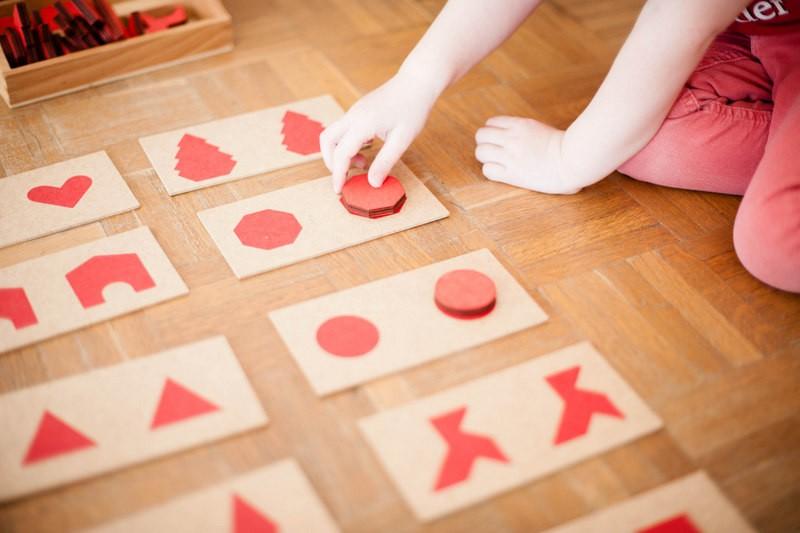 odrai-scrapandphoto.fr, perception tactile, mise en paire, formes géométriques, relief, formes planes, 2D, 3D, perception sensorielle du toucher