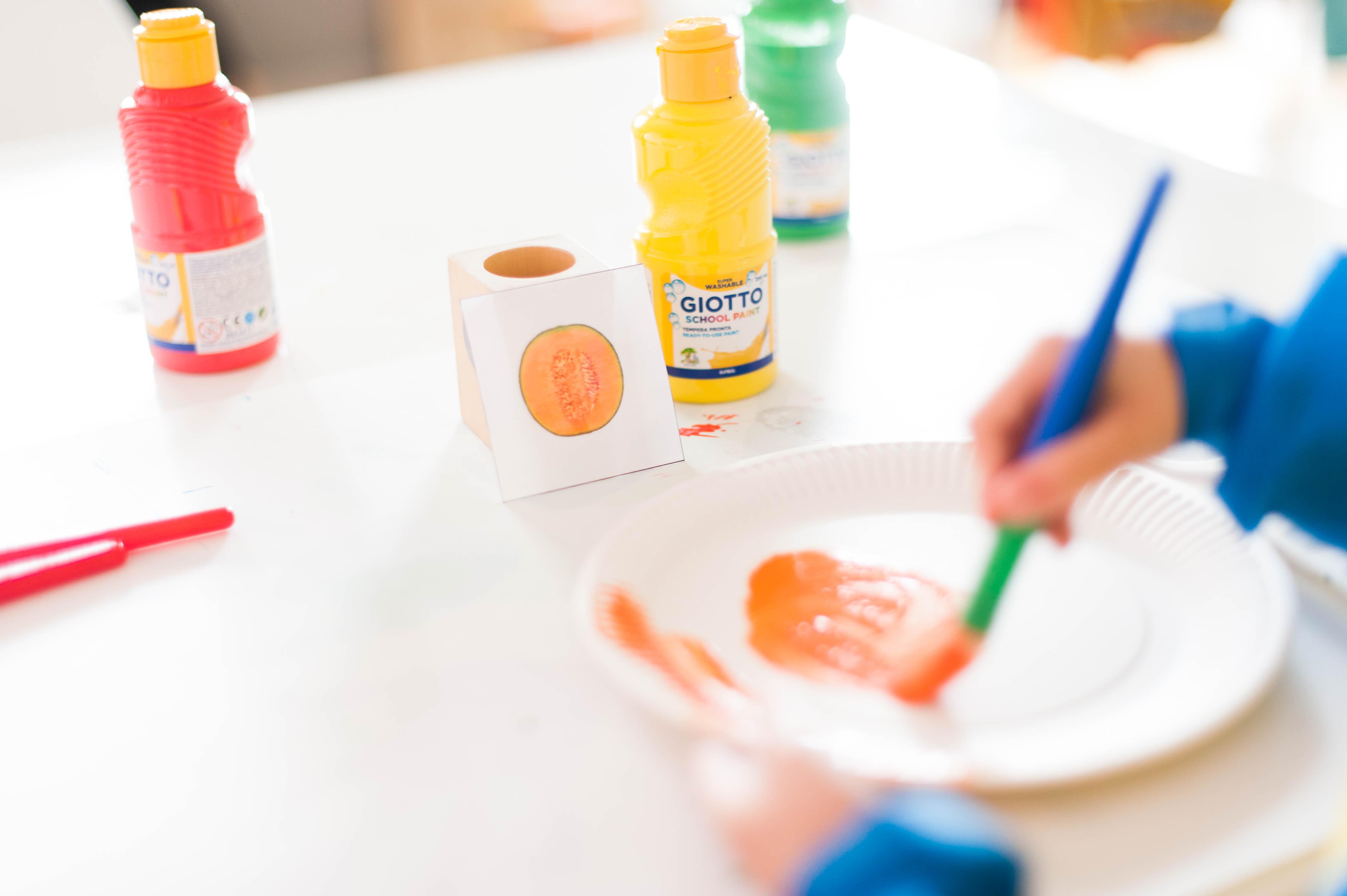 Une activité fruitée – de la peinture autour des fruits