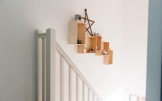 Notre escalier et ses deux DIY avec des caisses !